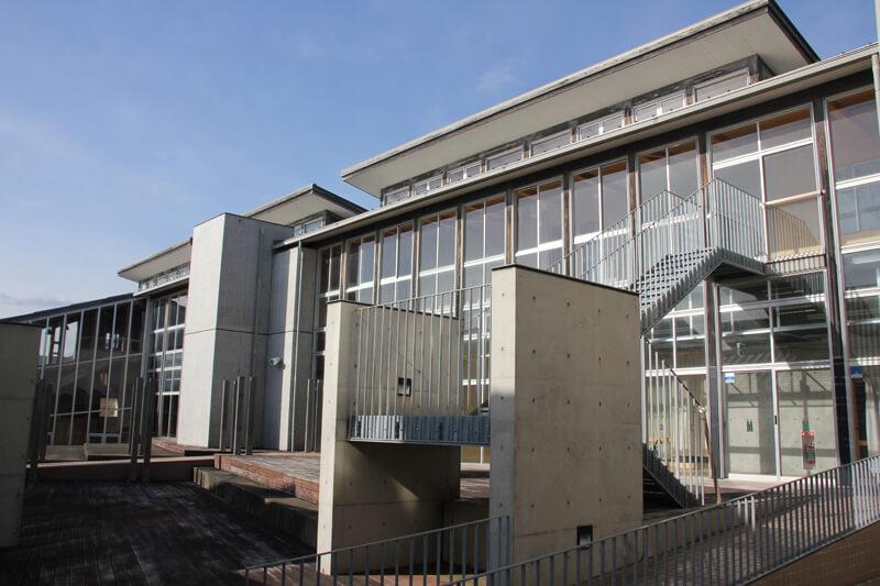 七浦プロジェクト第二段階目の改修で介護棟となる予定の校舎外観